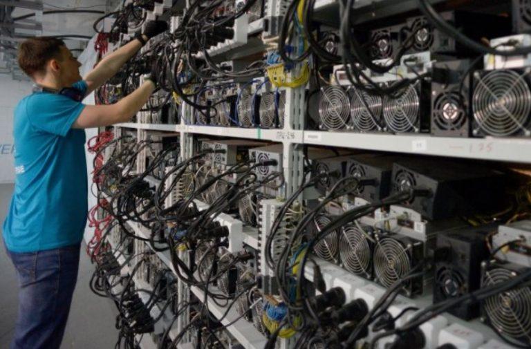 """Read more about the article Тајно изградиле две термоелектрани за да """"копаат"""" биткоини"""